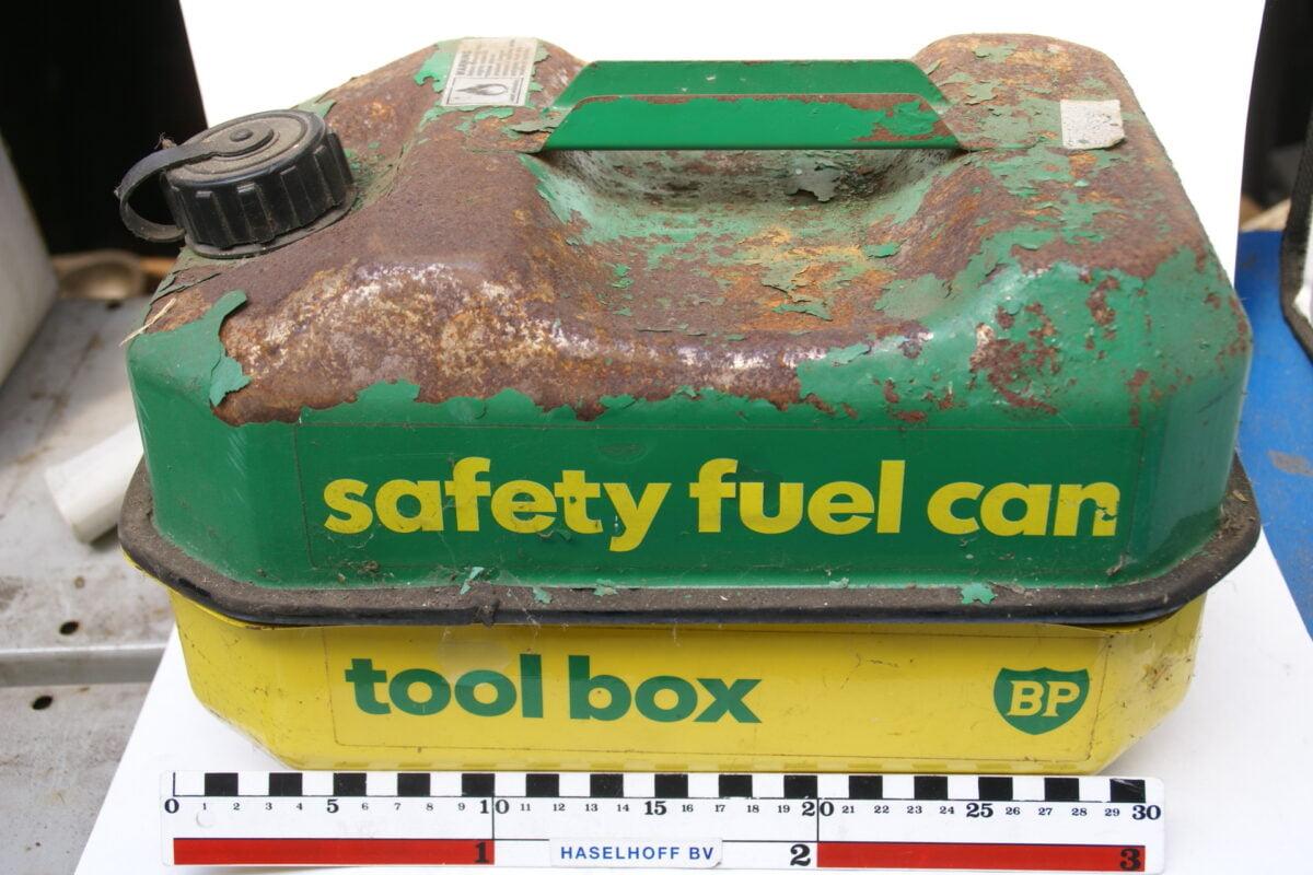 brandstoftank vintage BP met toolbox 160421-4259-0