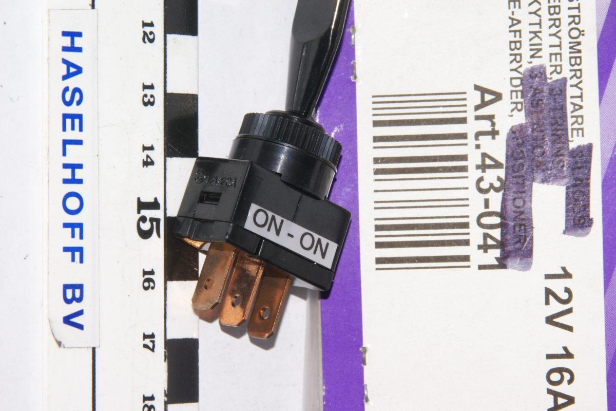 schakelaar aan-uit 3-polig 160113-2248-0