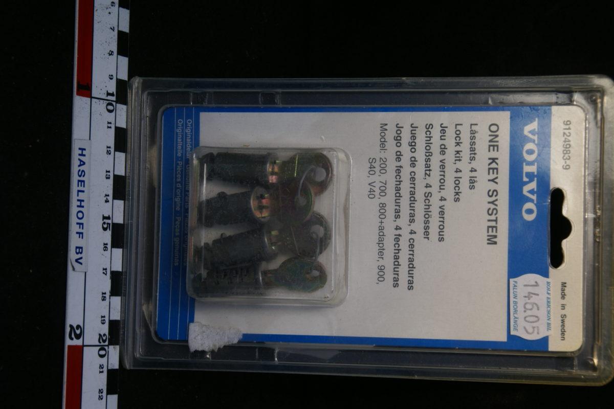 4 x slotcylinder met sleutels 9124983-1-0