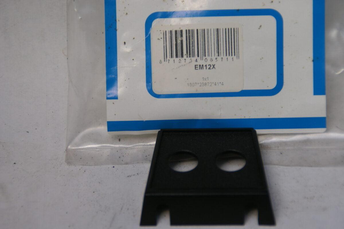 plastic houder voor schakelaar of lampje 60'er jaren 160229-3443-0