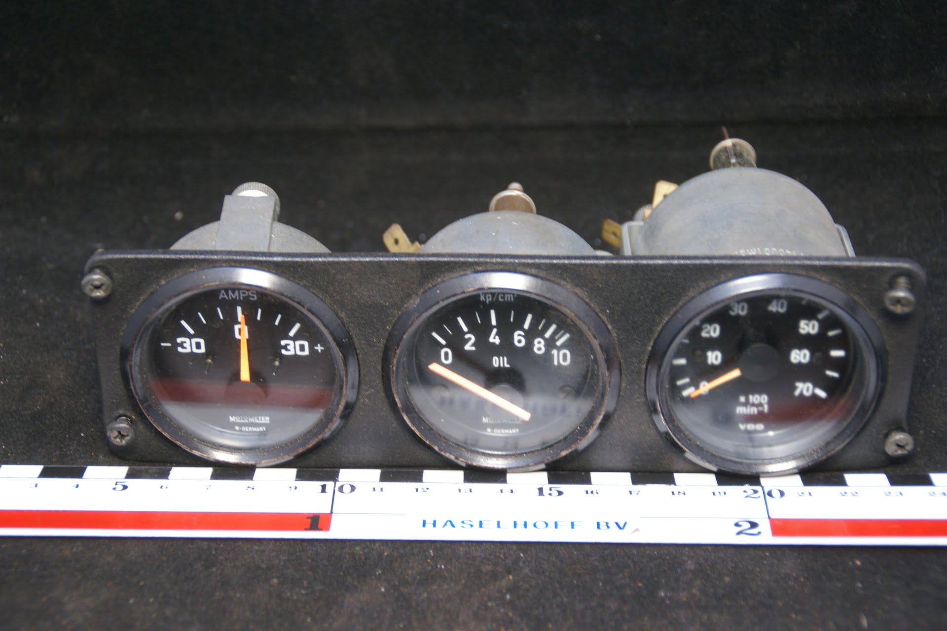 paneel met drie klokjes 160302-3503-0