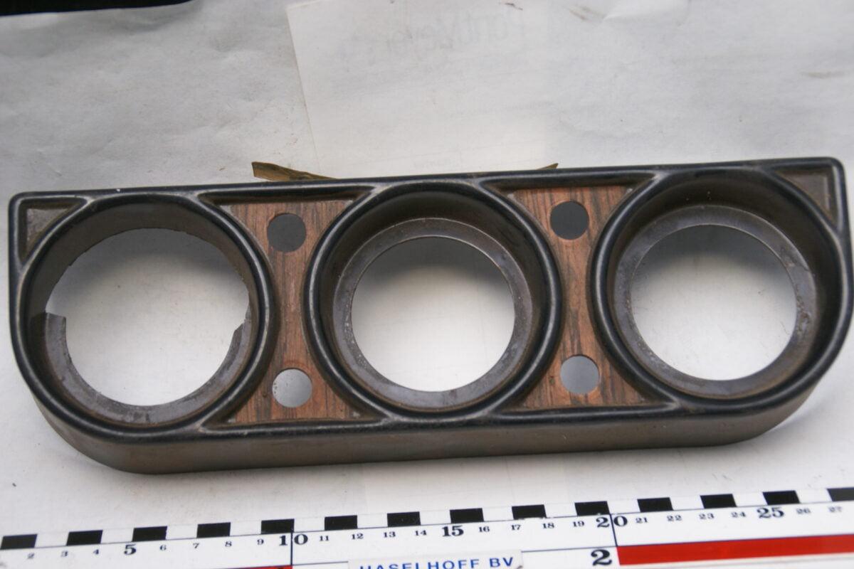 paneeltje zwart met houtlook voor montage 3 klokjes en 4 schakelaars 160413-4016-0