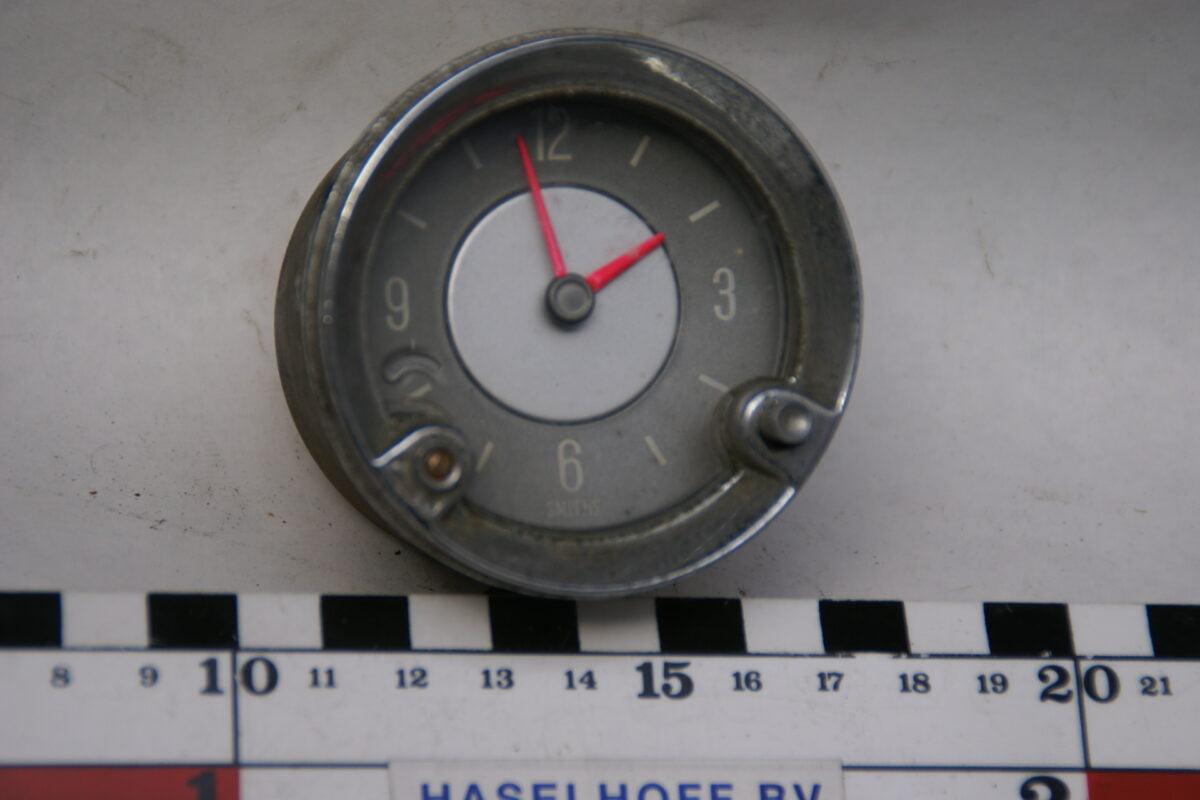 klok met glas en chroomrand 160413-4070-0