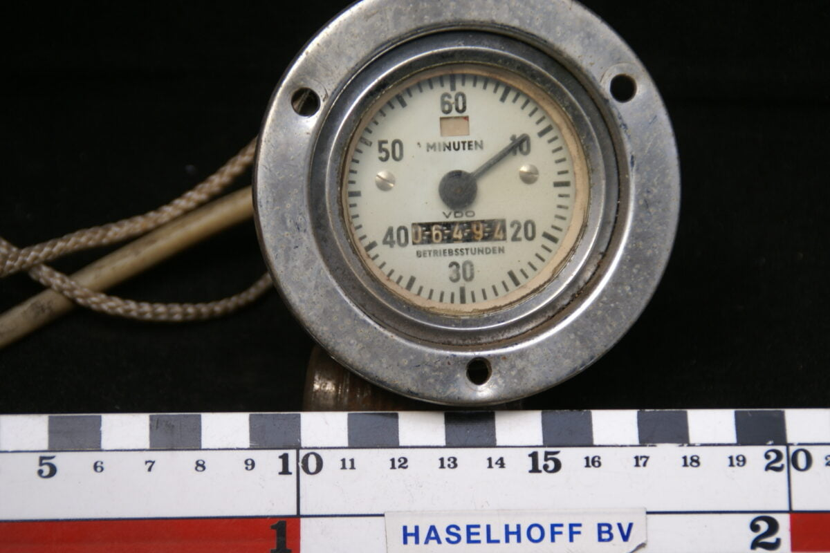 urenteller met glas en chroomrand 160413-4071-0