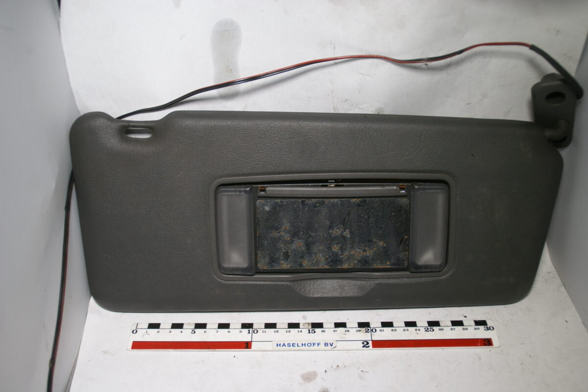 zonneklep met lampje rechts 160704-5885-0