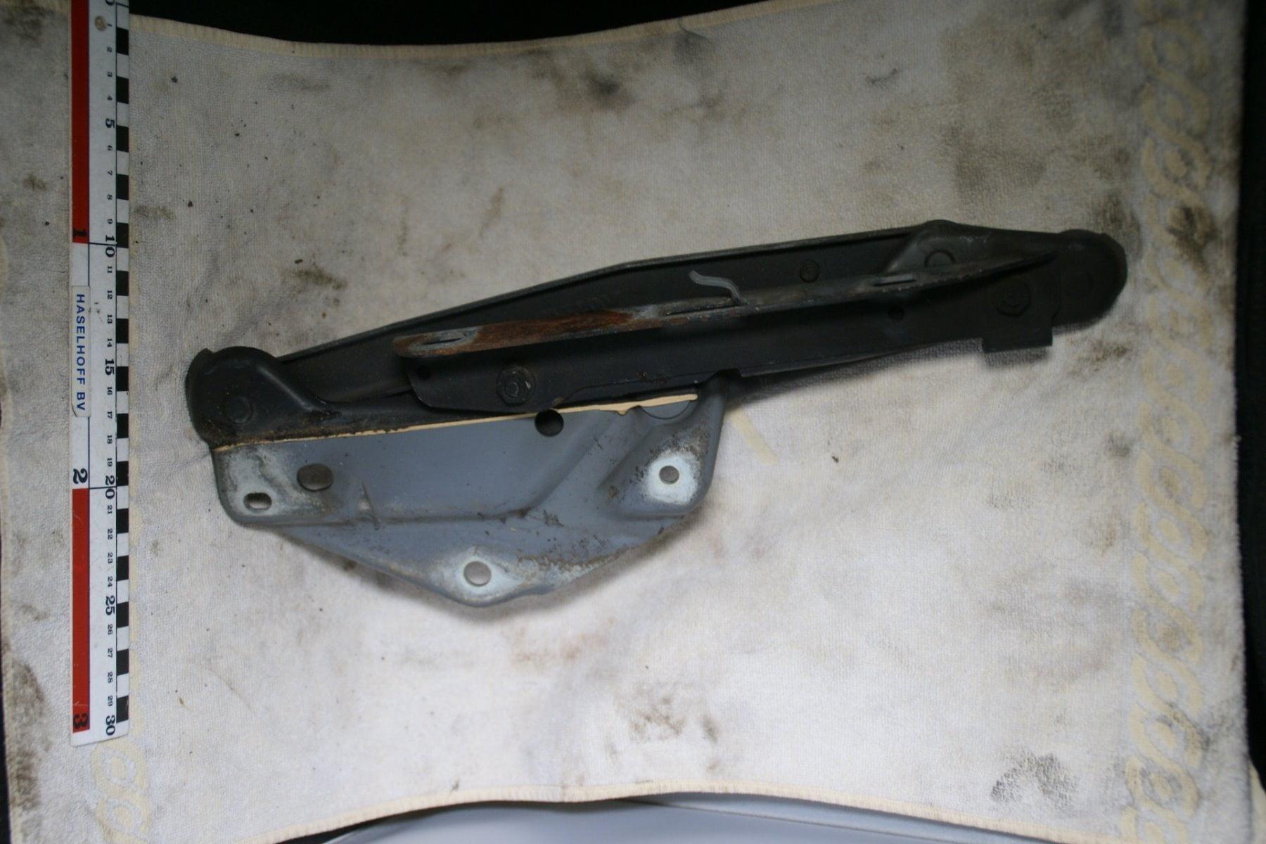 motorkap scharnier 181003-6685-0