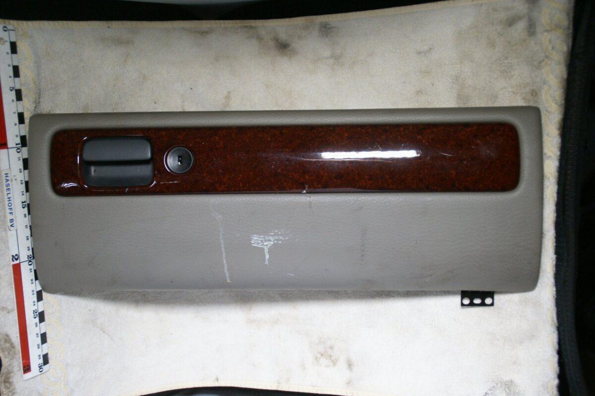 deksel dashboardkasje 181008-6729-0