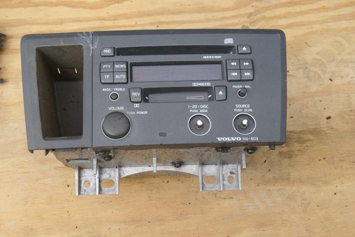 9035-Volvo V 70 III radio (2)