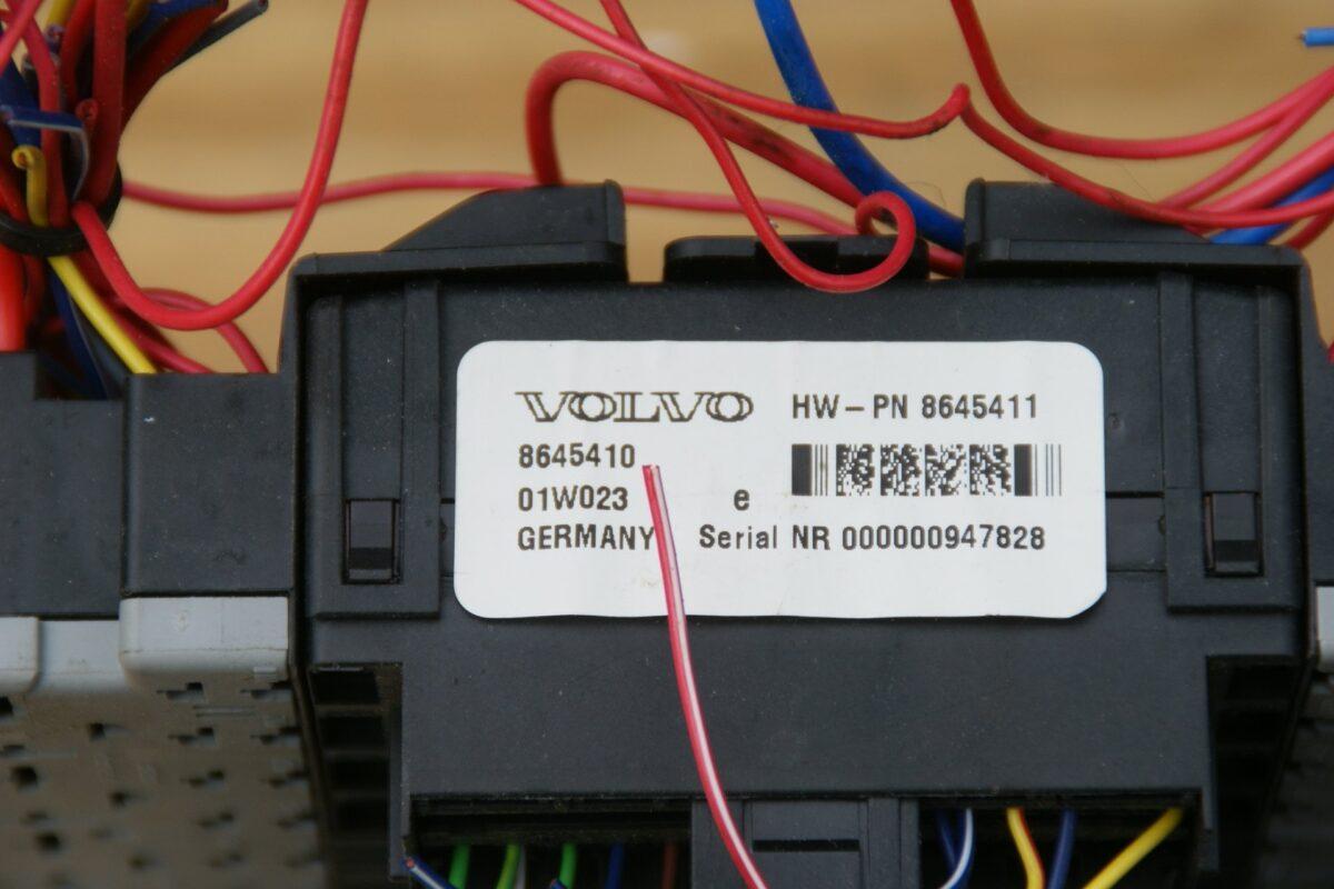 9041-Volvo V 70 III zekeringkast