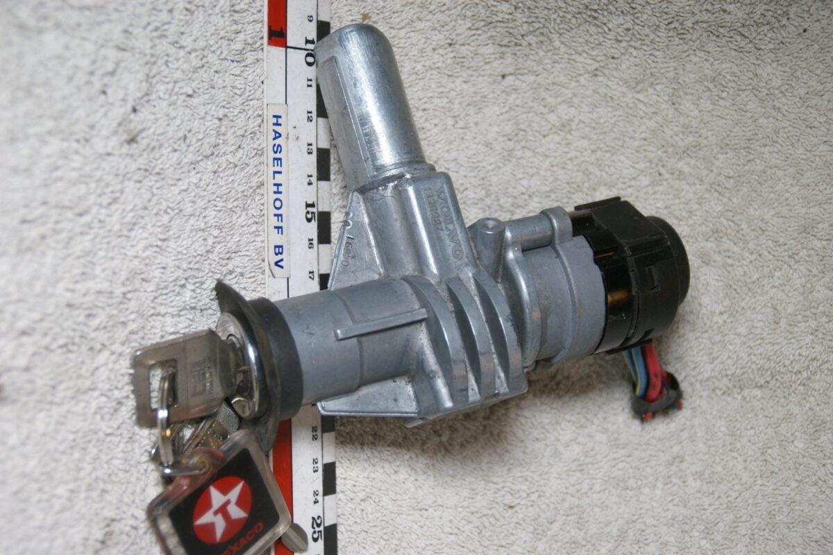 DSC07218 contactslot 1329987 Volvo 700 900 - kopie