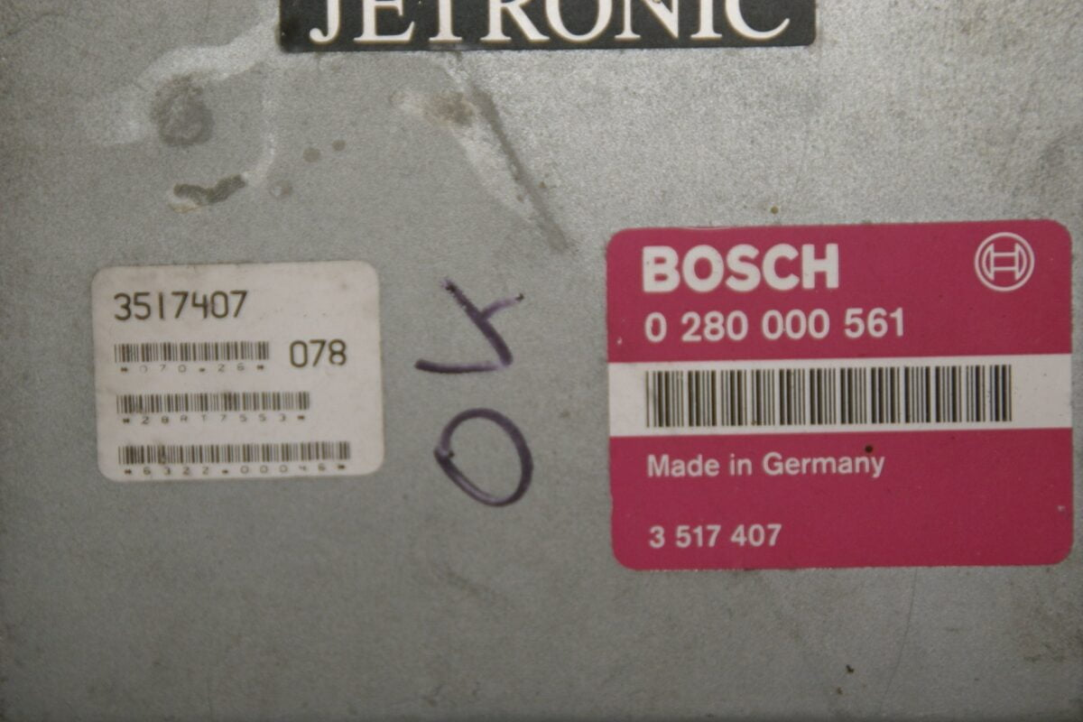 DSC00352 ecu BOSCH Jetronic Volvo B 230 F