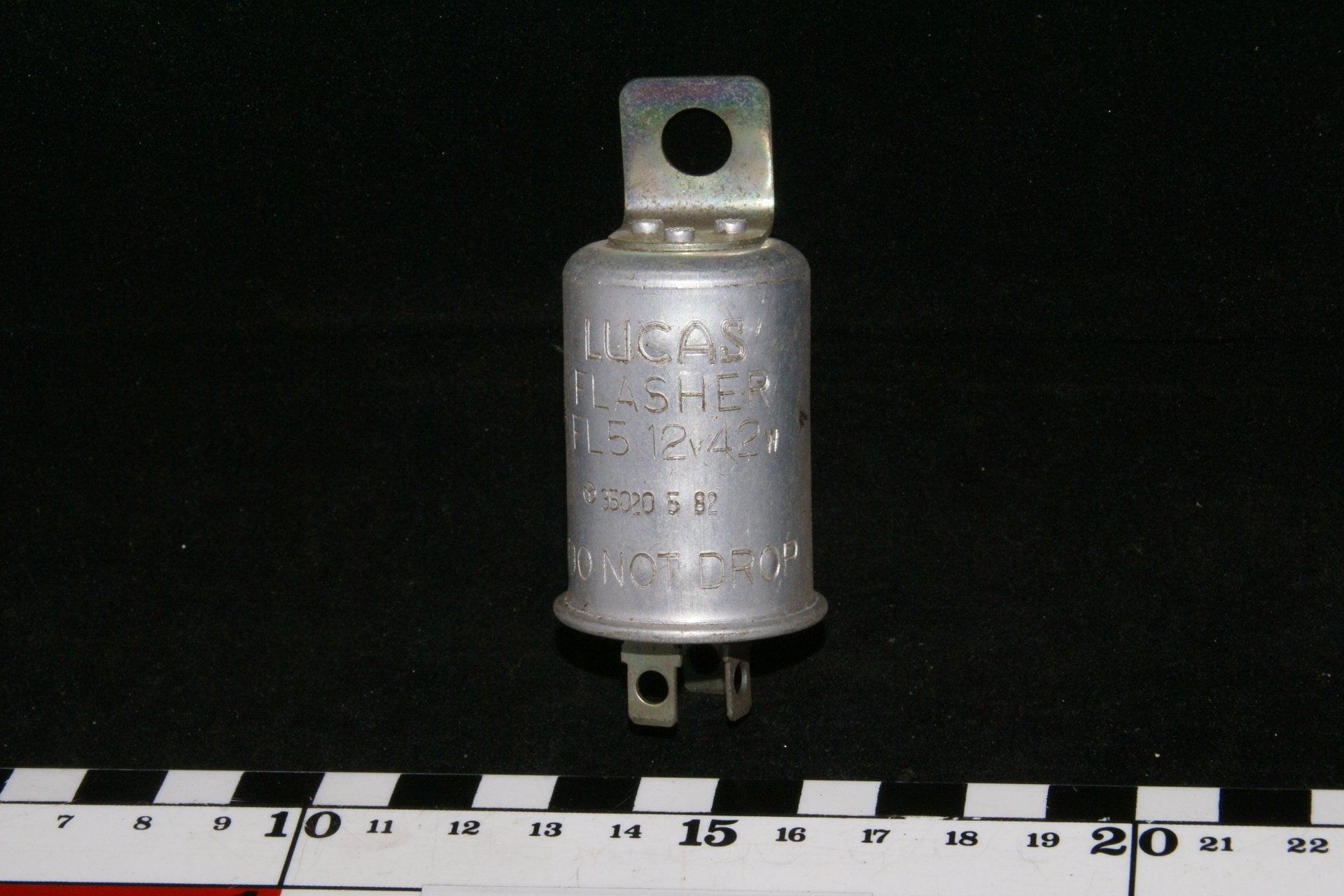 DSC00914 Volvo Lucas Flasher 55620 5 82