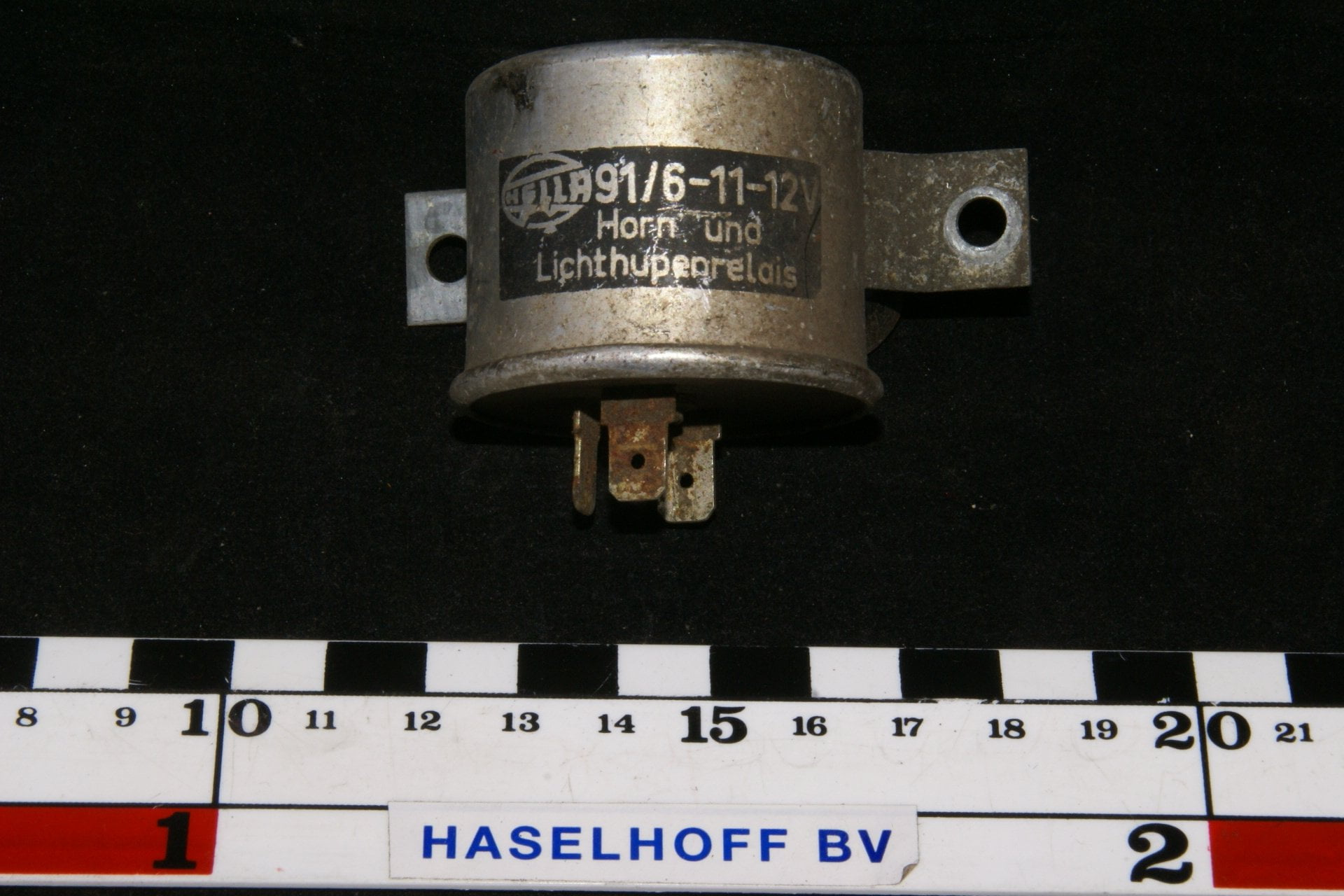 DSC00926 relais Volvo Hella 916-11