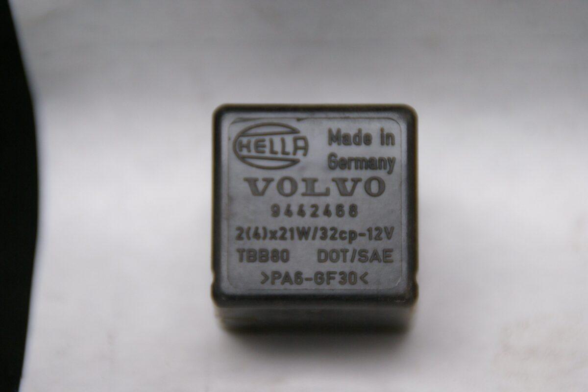 DSC00936 relais Volvo 9442468