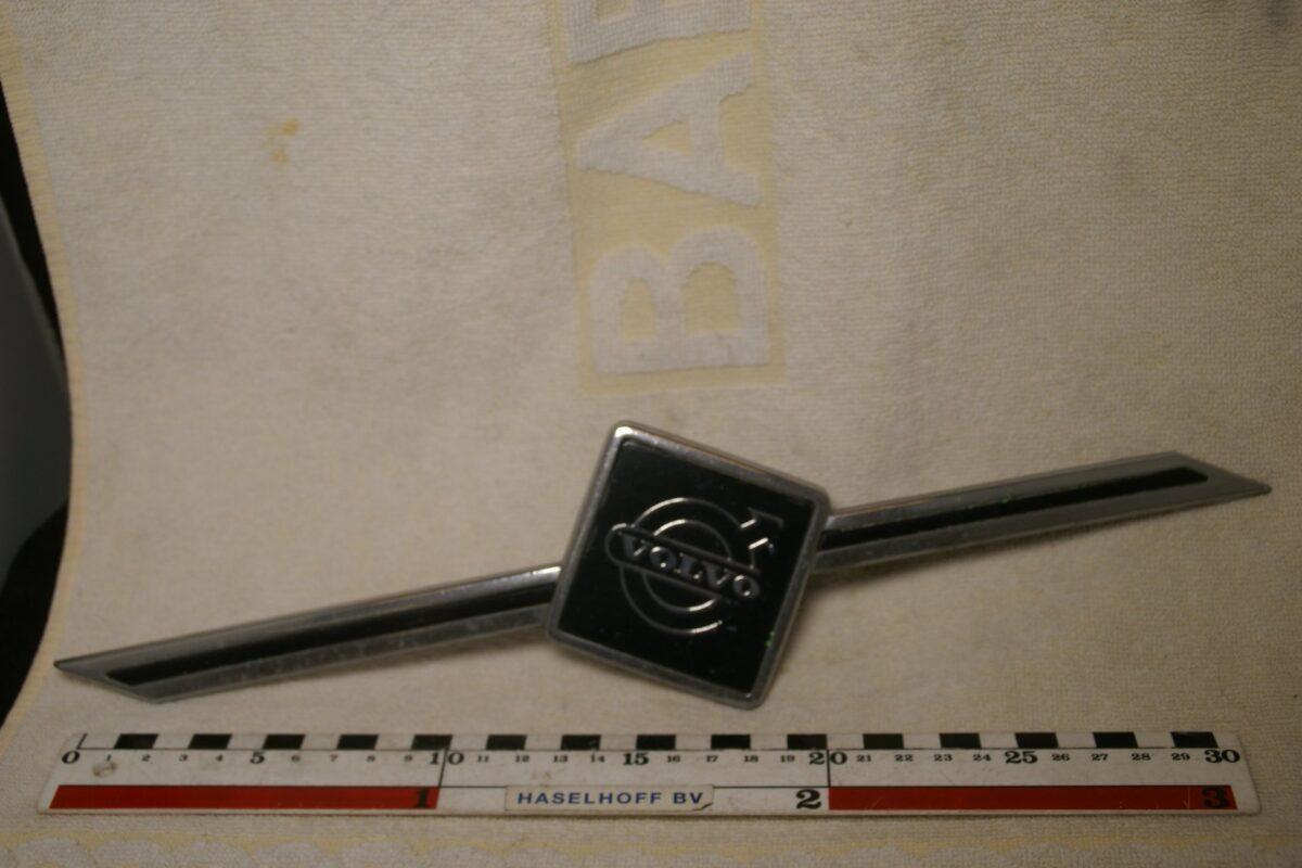 DSC00395 Volvo grille embleem 1390501