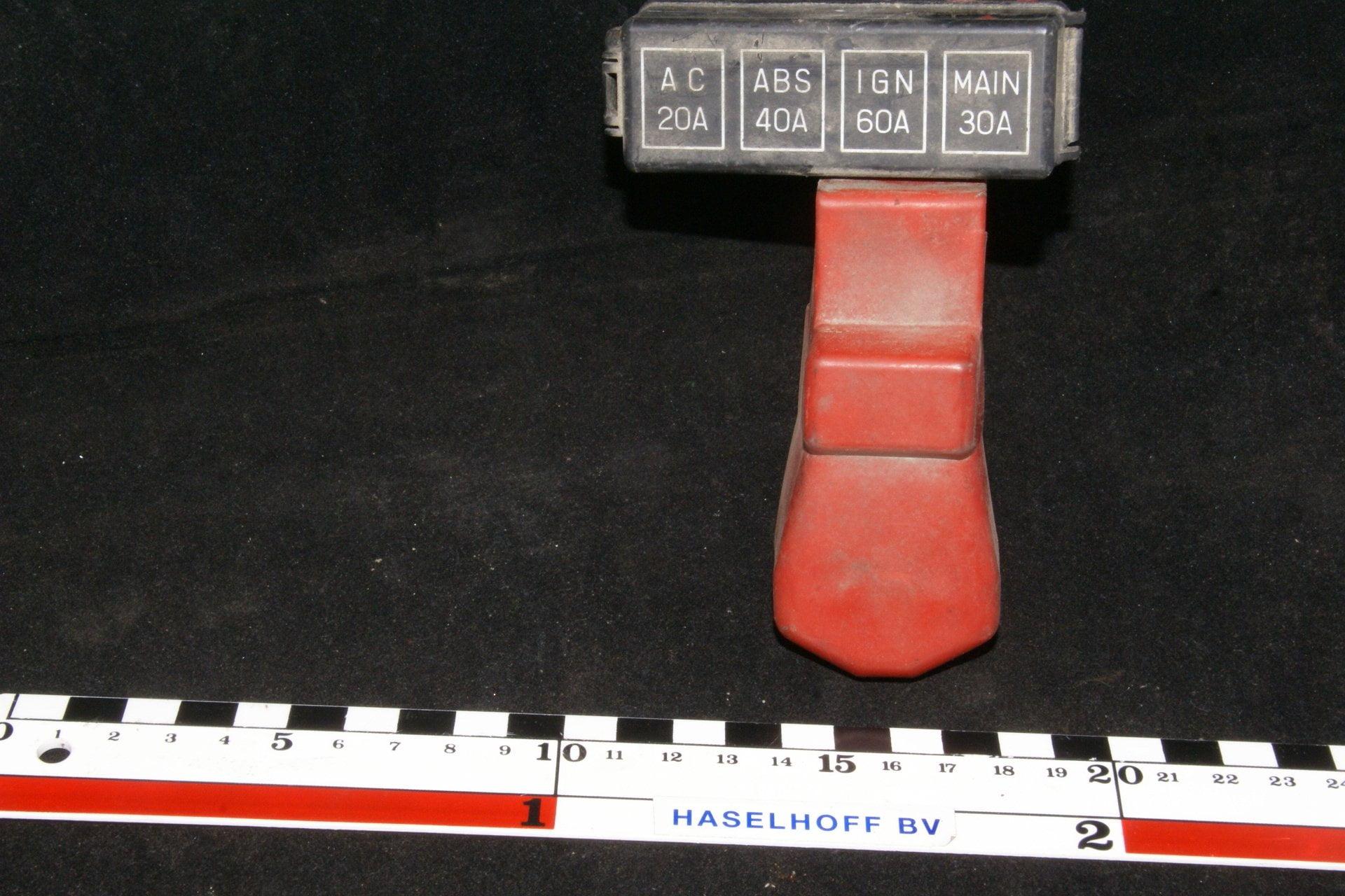 DSC00944 zekeringhouder Volvo 200