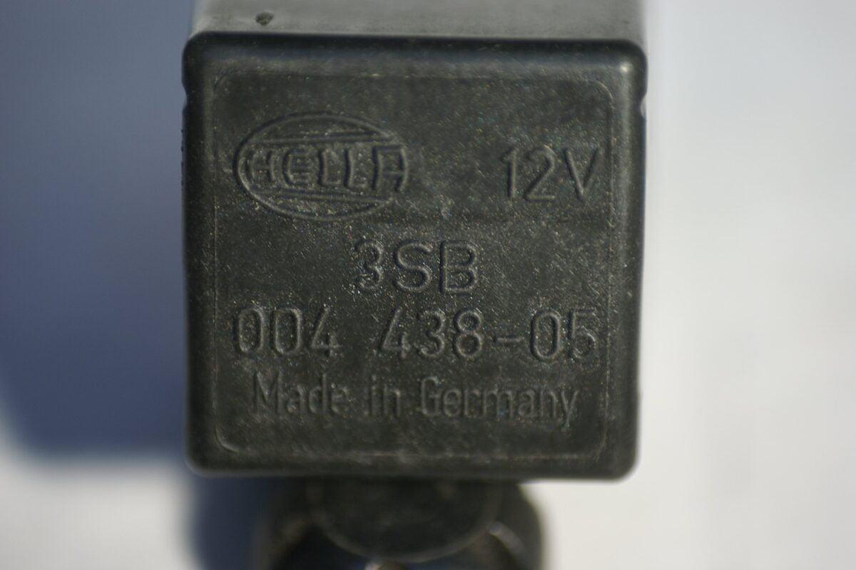 DSC00973 relais Hella 004438-05