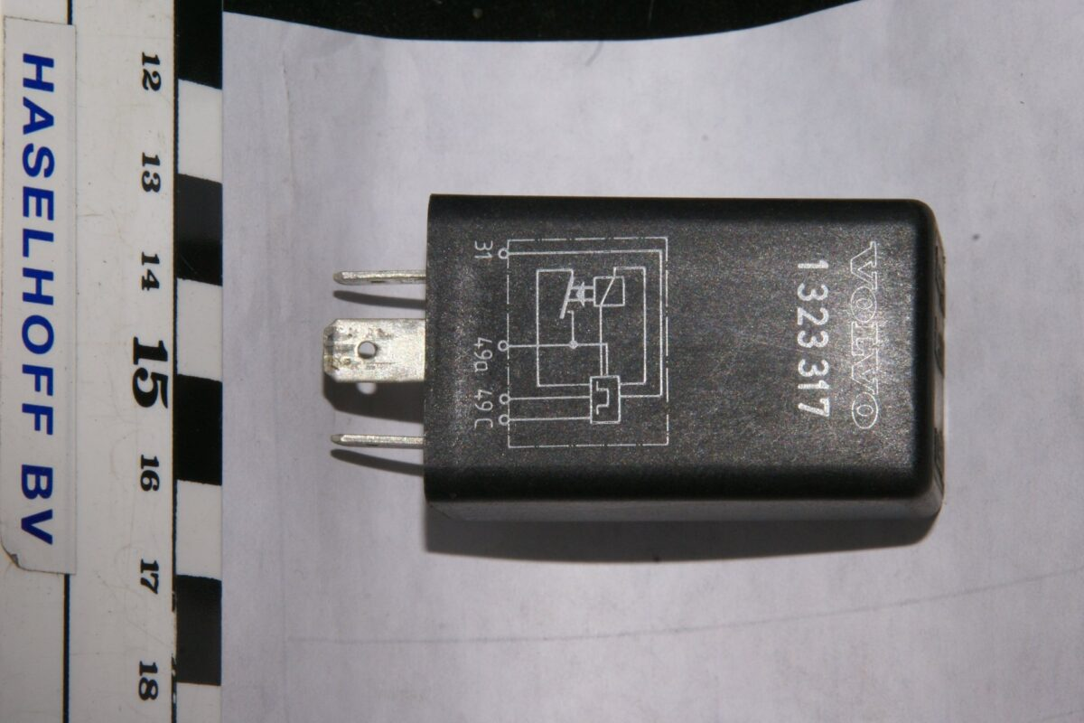 DSC00997 relais Volvo 1323317