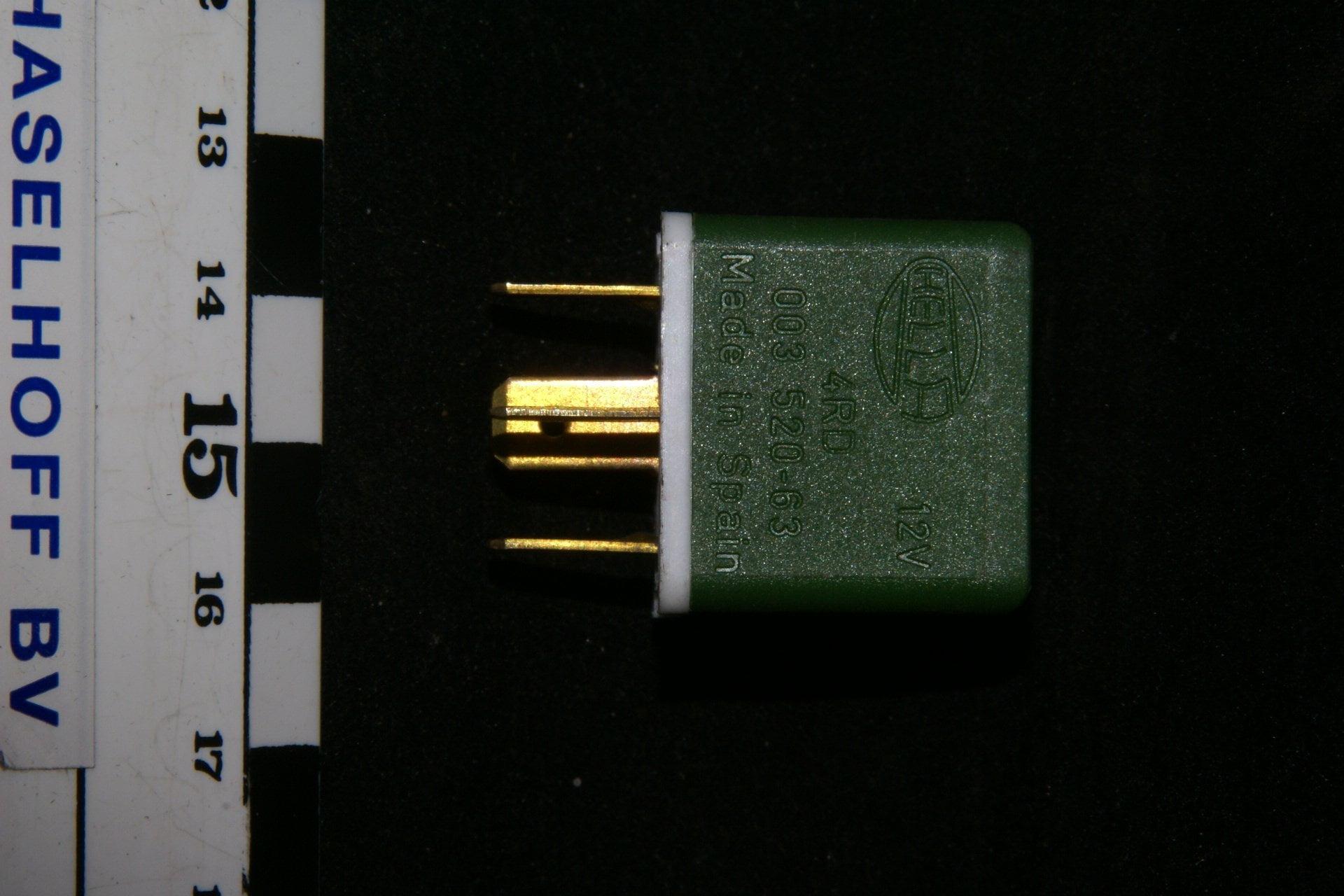 DSC01011 relais Hella 003520-63