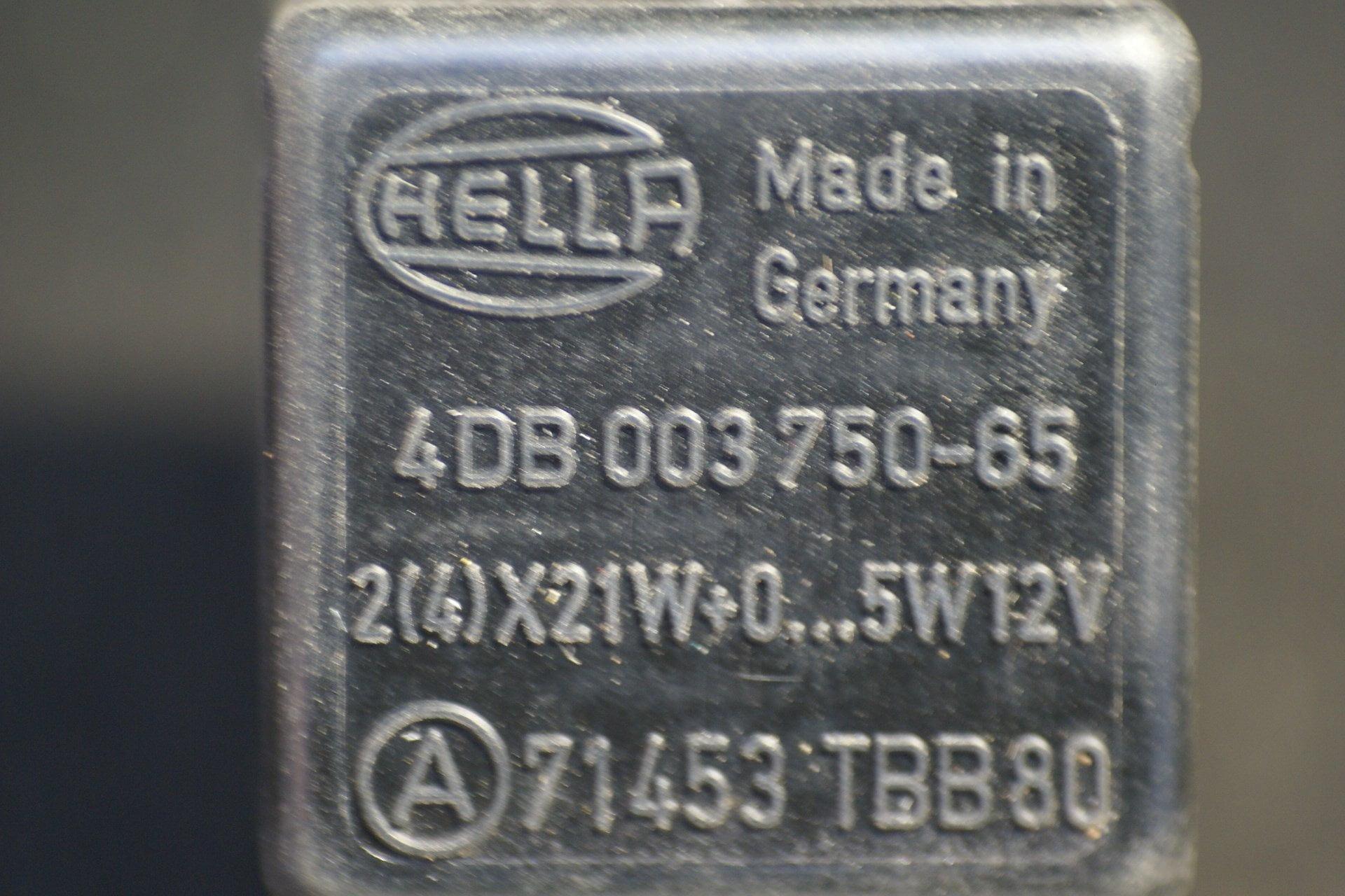 DSC01071 relais Volvo HELLA 71453 TBB80