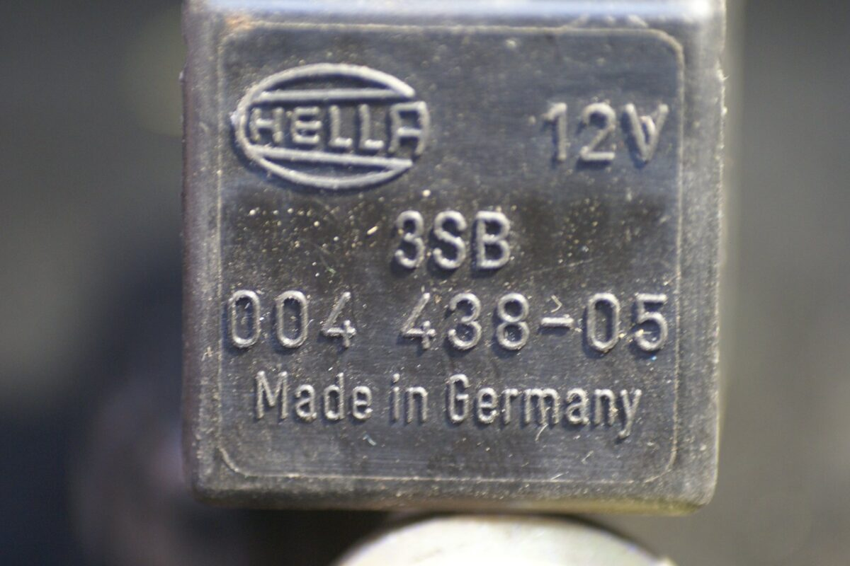 DSC01073 relais Volvo HELLA 004438-05