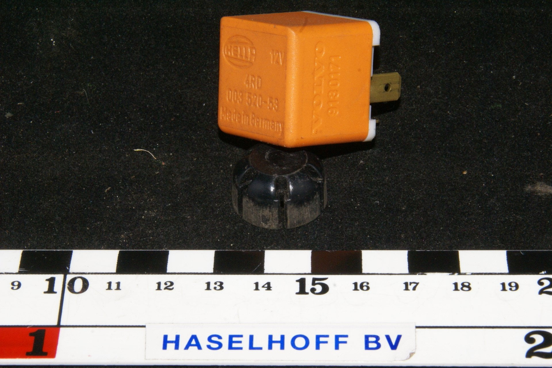 DSC01078 relais Volvo 9180171