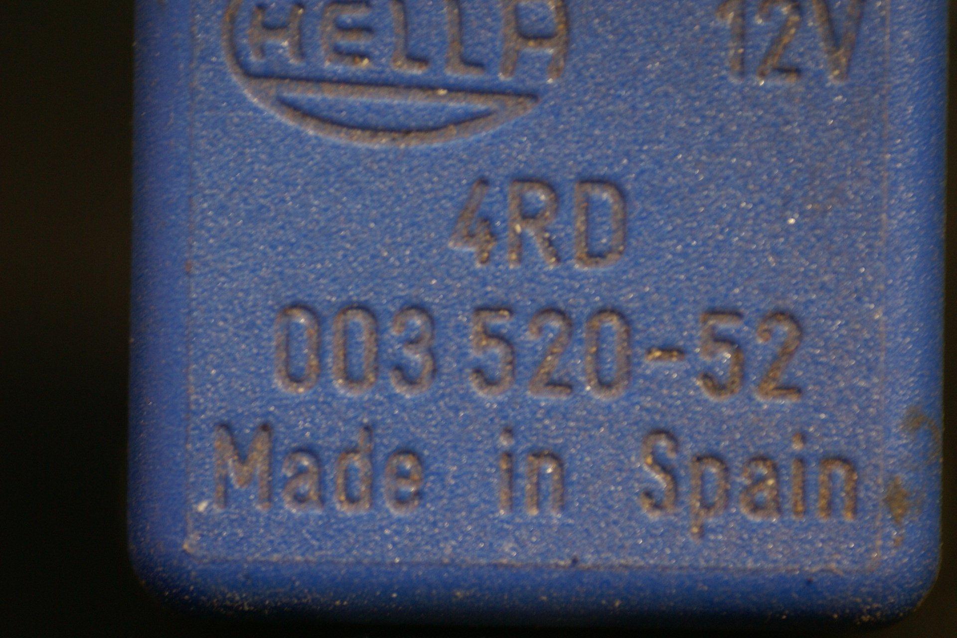 DSC01079 relais Volvo Hella 003520-52