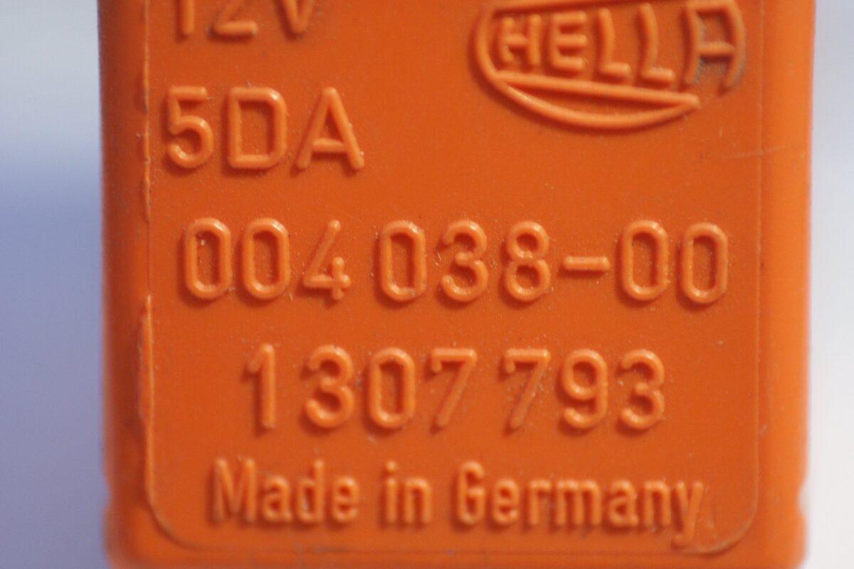 DSC01090 relais Volvo HELLA 5DA 004038-00