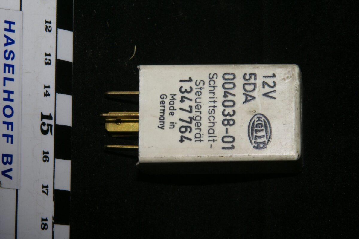 DSC01092 relais Volvo HELLA 1347764