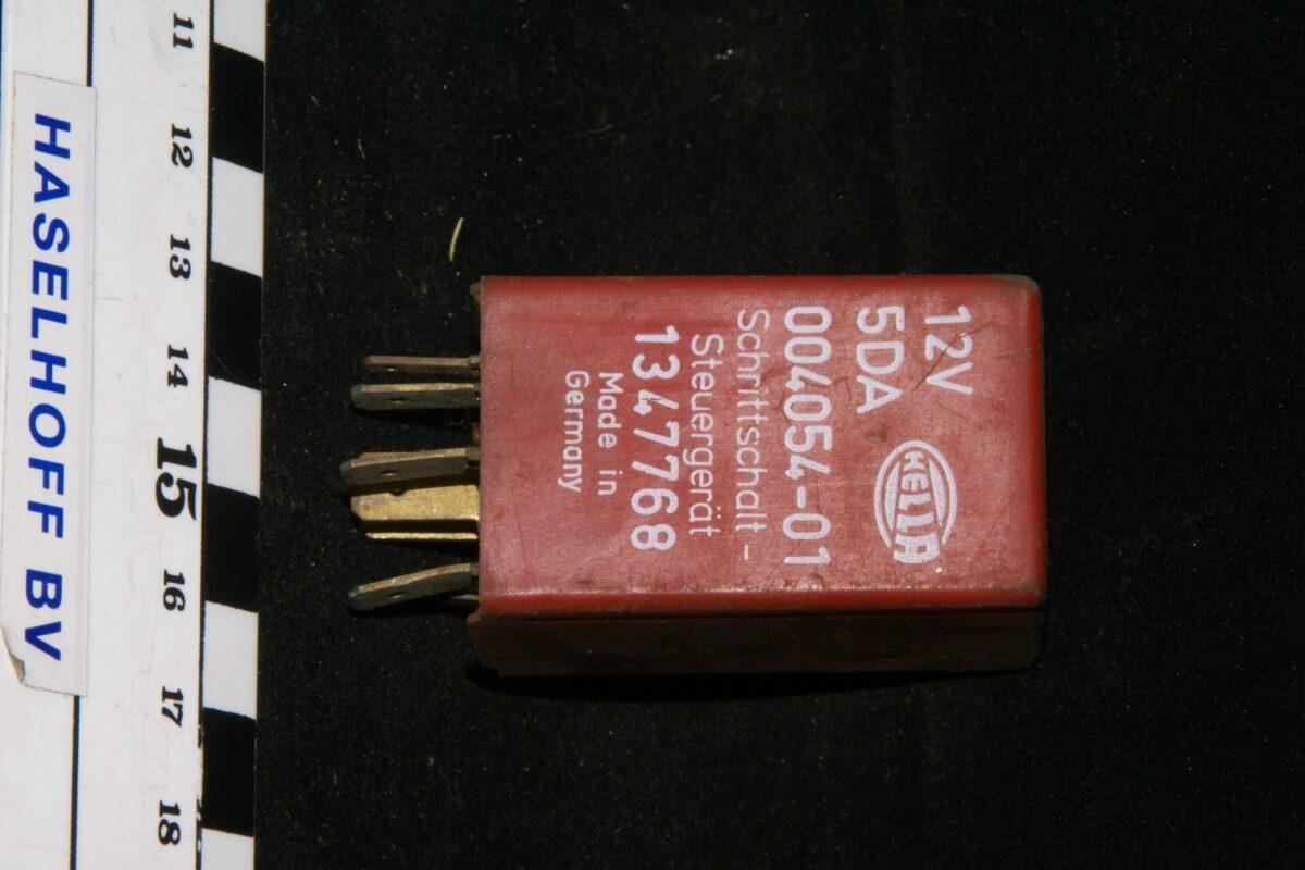 DSC01094 relais Volvo HELLA 5DA 004054-01