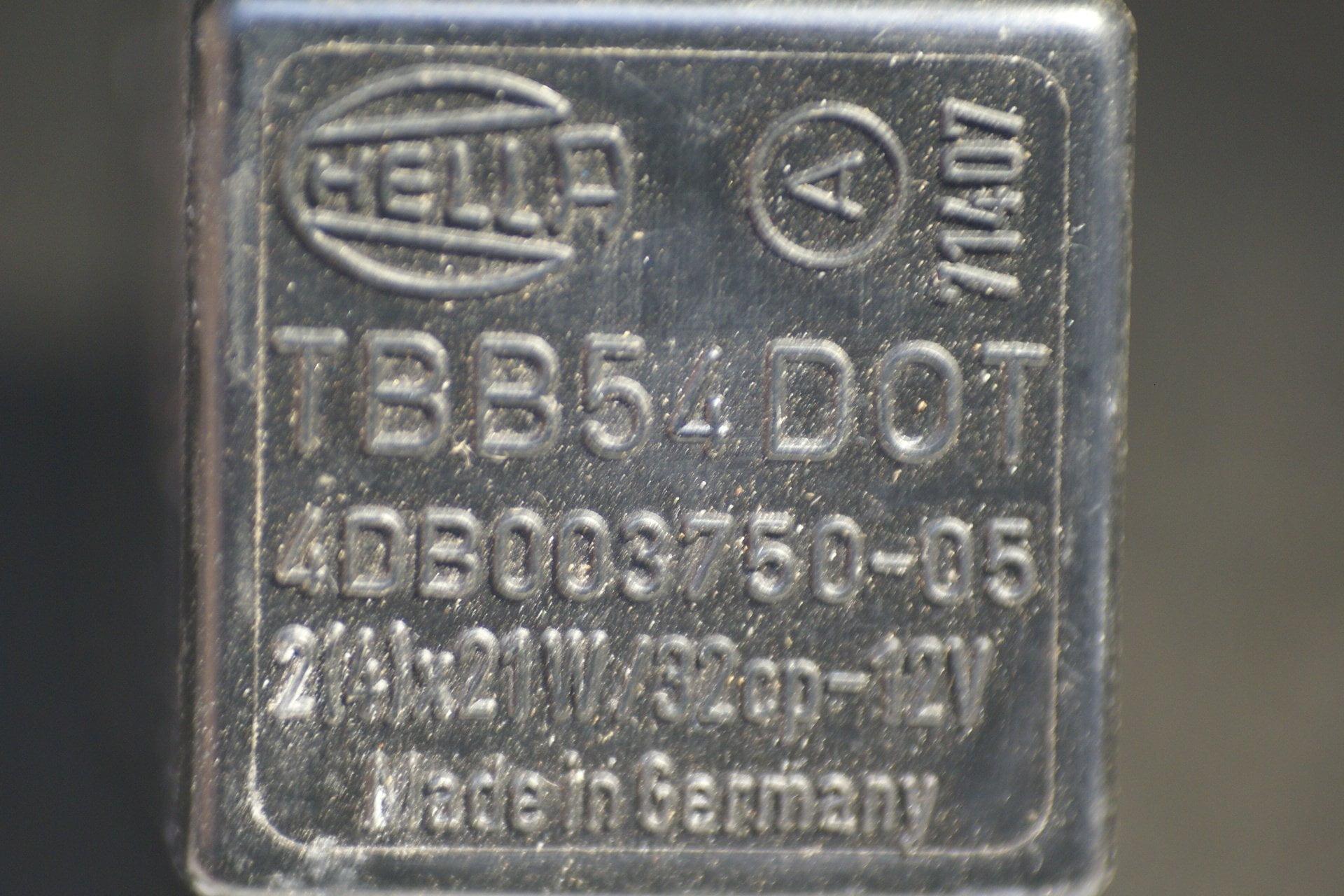 DSC01097 relais Volvo HELLA 4DB003750-05