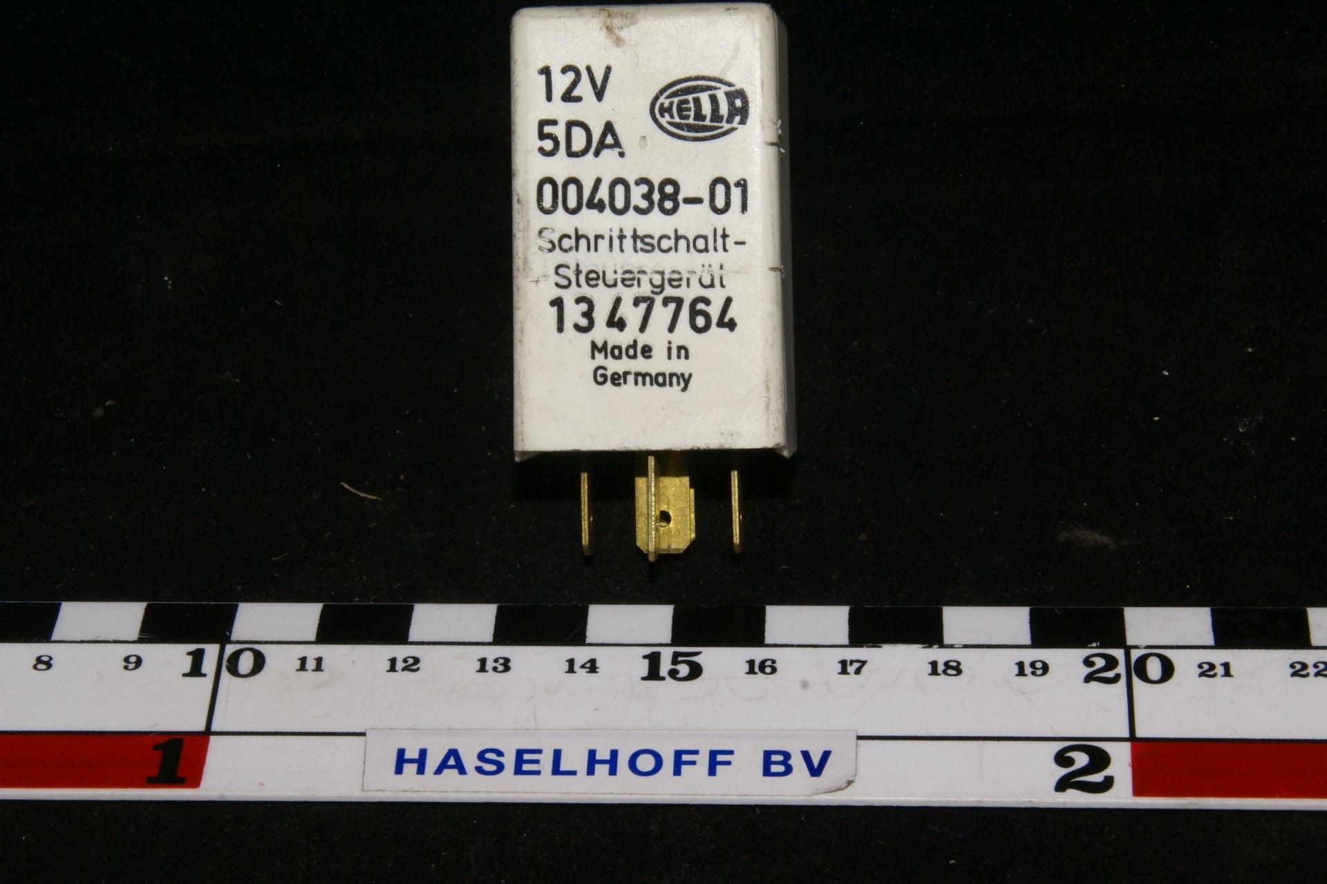 DSC01105 relais Volvo HELLA 5DA 004038-01
