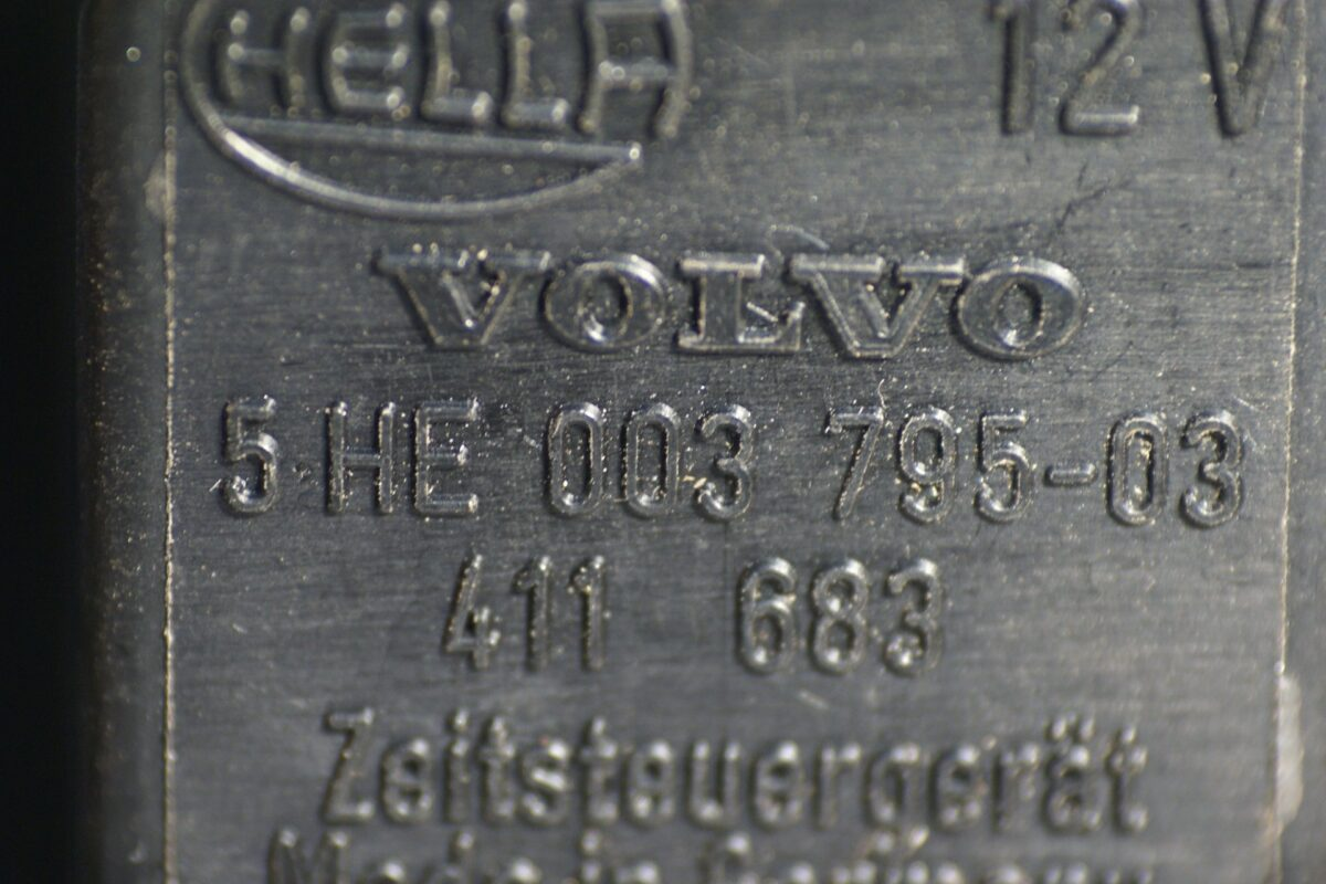 DSC01106 relais Volvo HELLA 5HE 003795-03