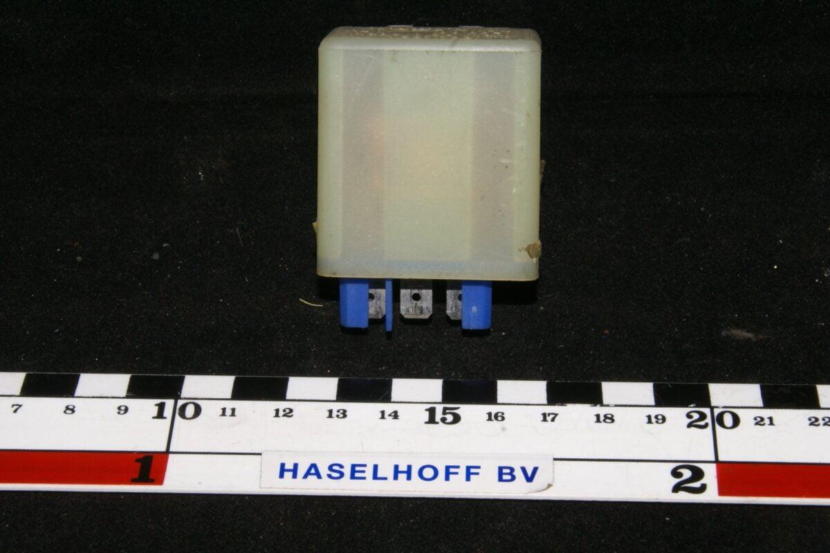 DSC01115 relais Volvo 1307733