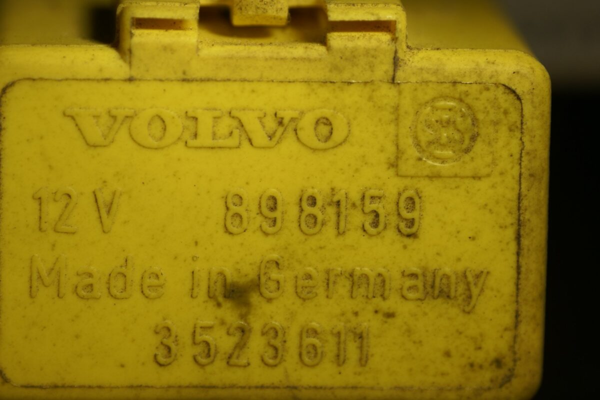 DSC01136 relais Volvo 898159