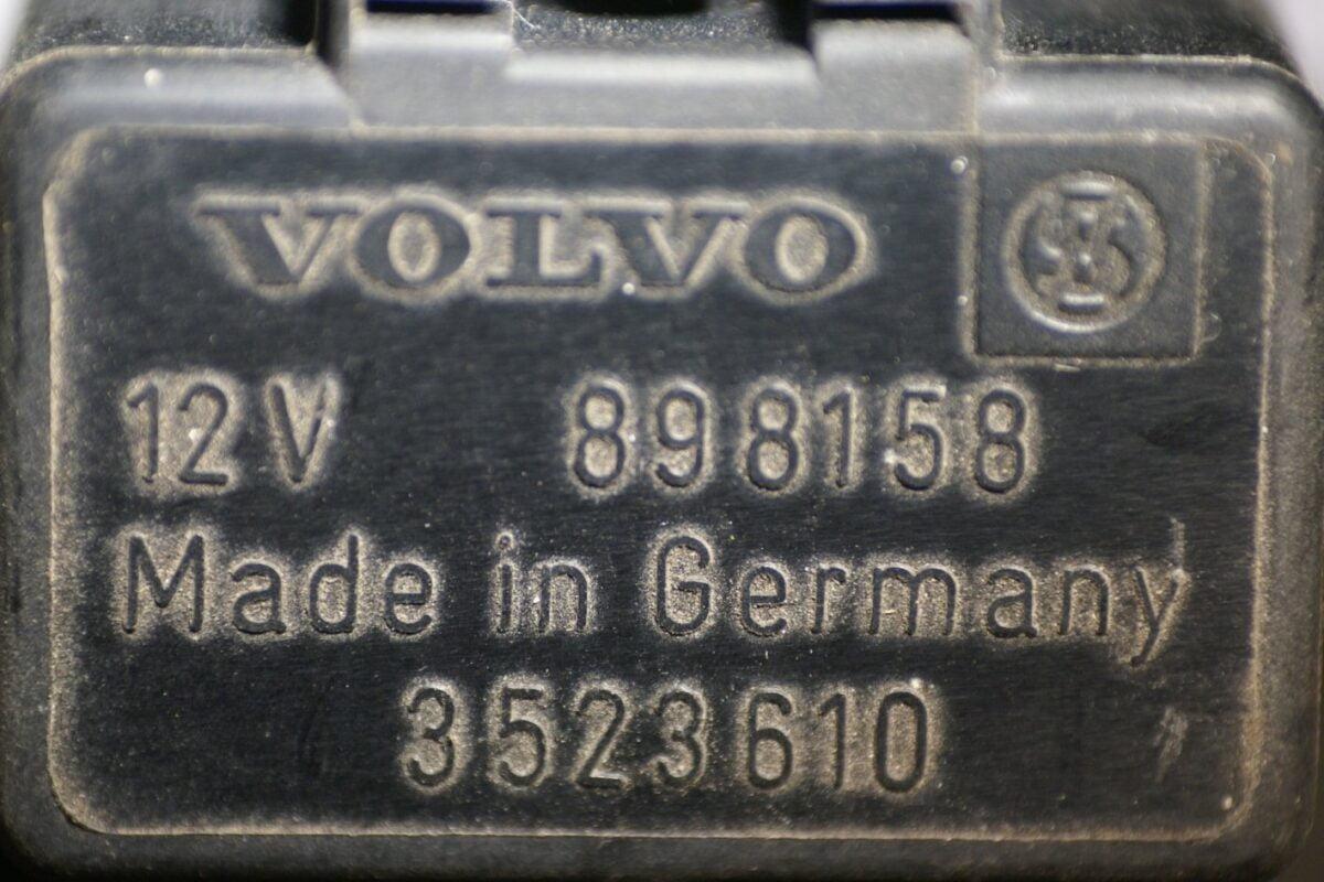 DSC01139 relais Volvo 898158