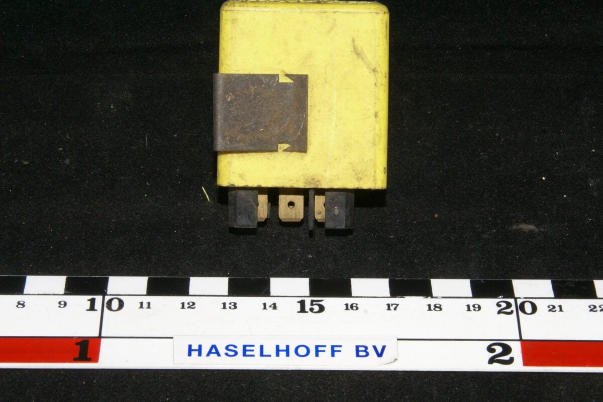 DSC01146 relais Volvo 1324683