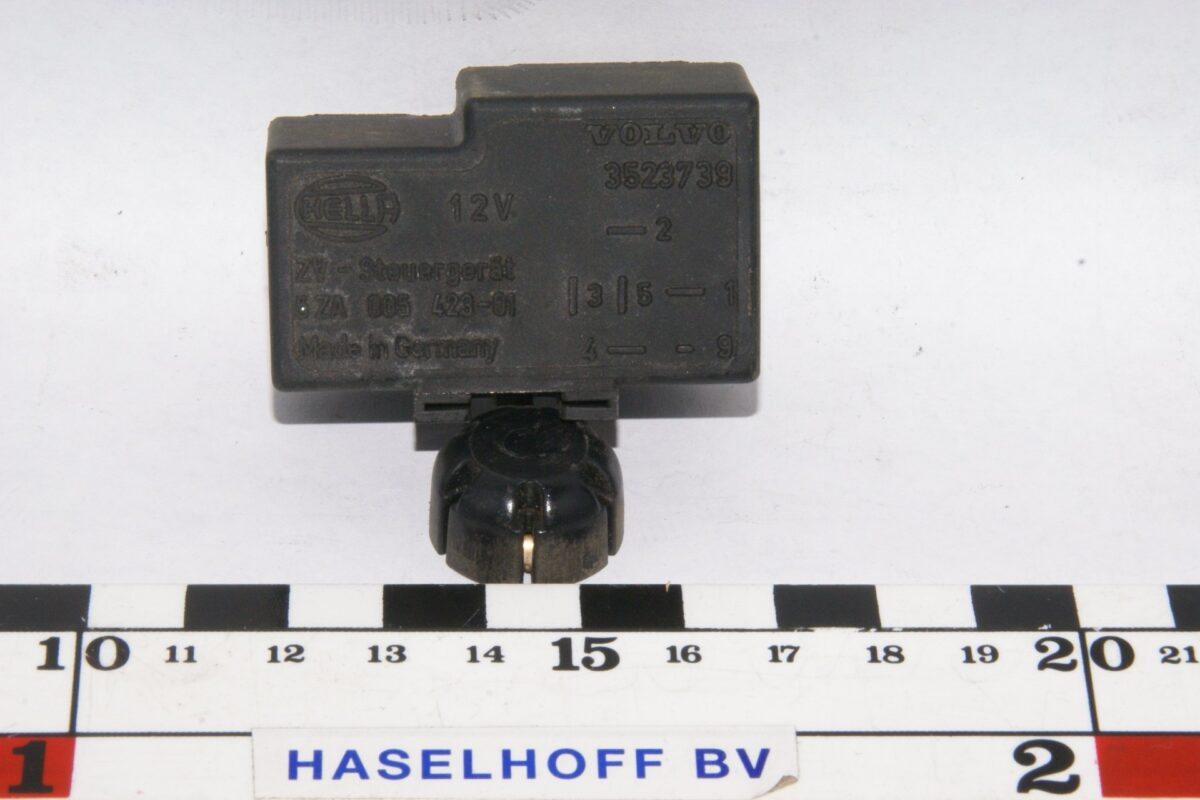 DSC01229 relais Volvo HELLA 3523739 5ZA005423-01