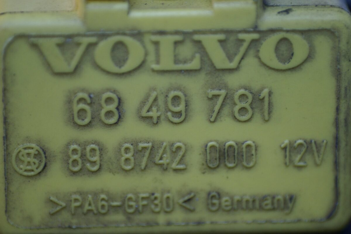 DSC01235 relais Volvo 6849781