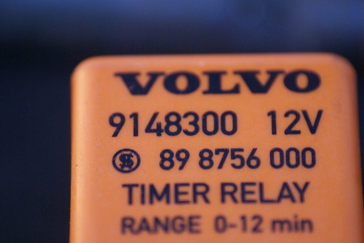 DSC01237 relais timer Volvo 9148300