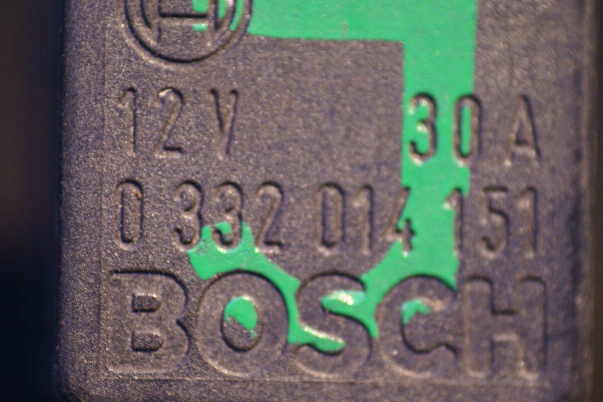 DSC01275 relais Volvo Bosch J 0332014151