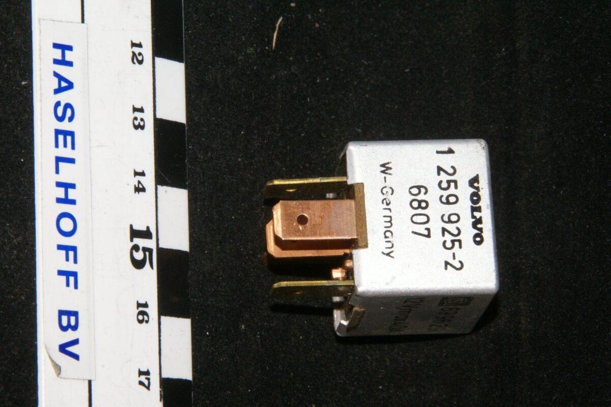 DSC01278 relais Volvo 1259925-2 6807