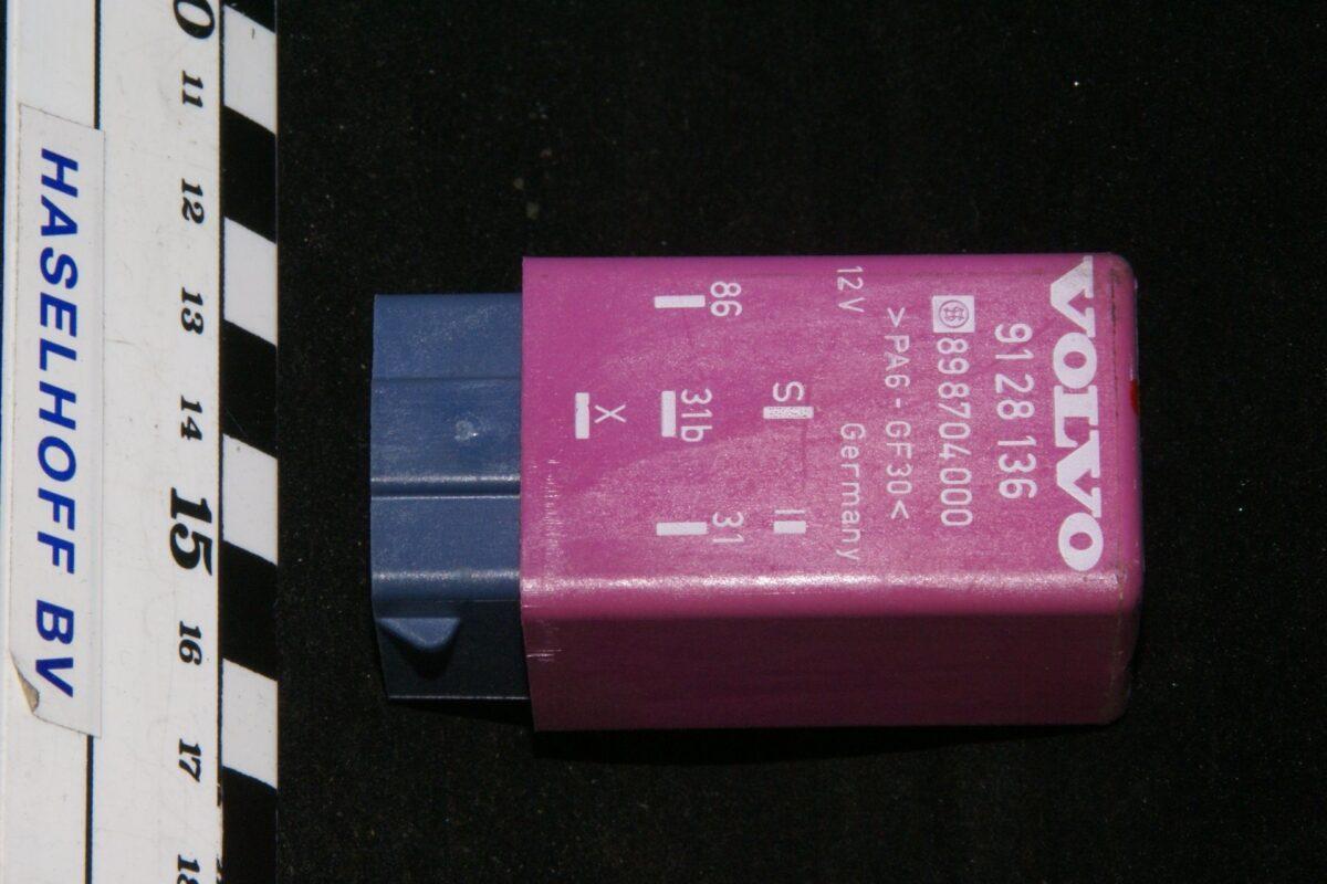DSC01284 relais Volvo K 9128136 898704000