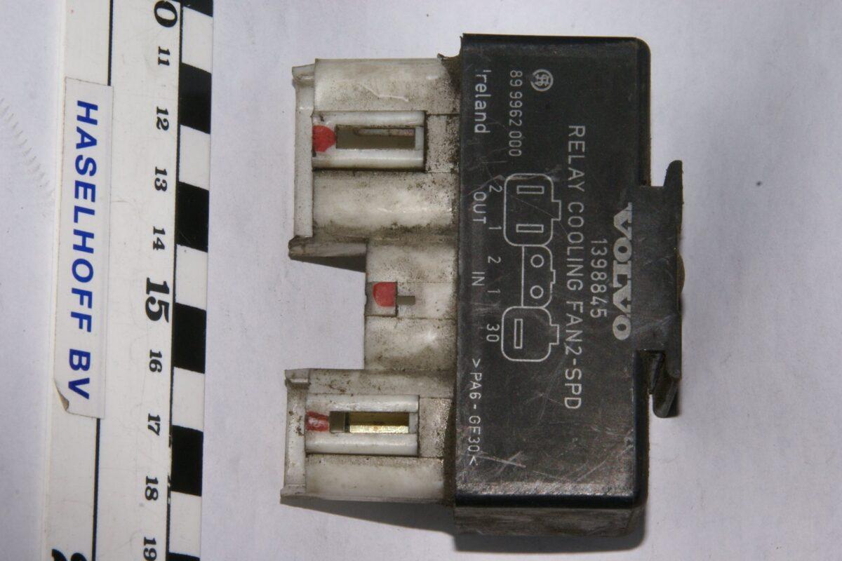 DSC01297 relais cooling fan Volvo 1398845
