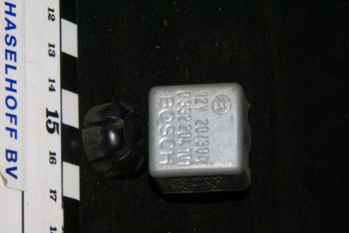 DSC01308 relais Volvo BOSCH 0332204101