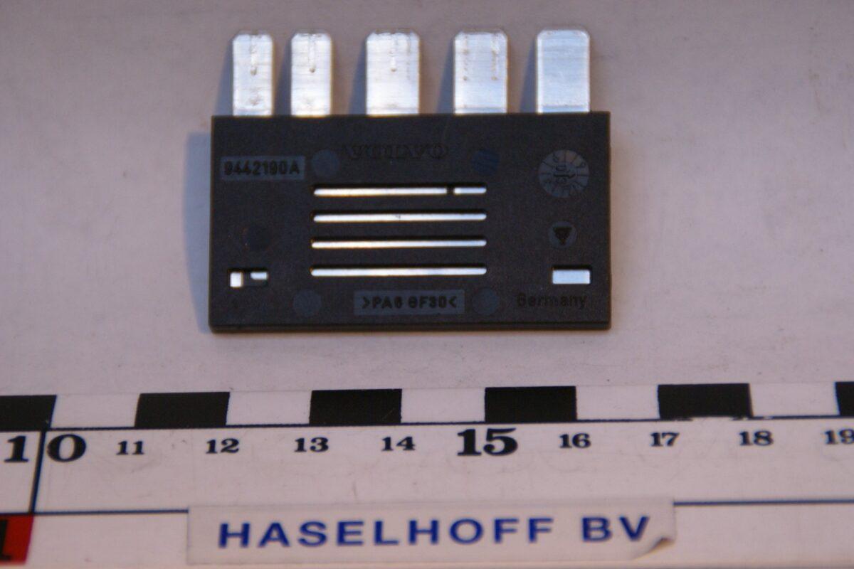 DSC01331 relais Volvo 9442190A