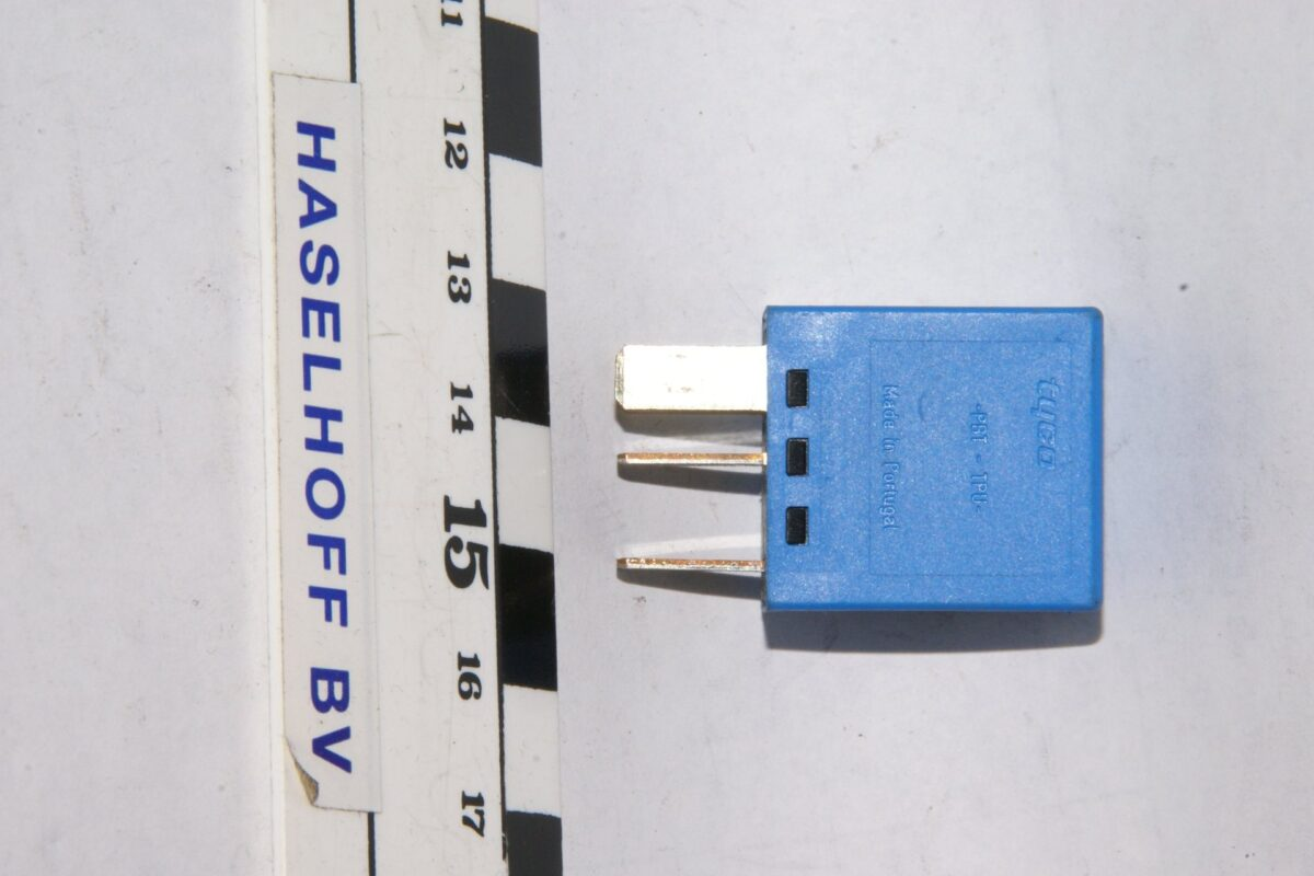 DSC01333 relais Volvo 8663490