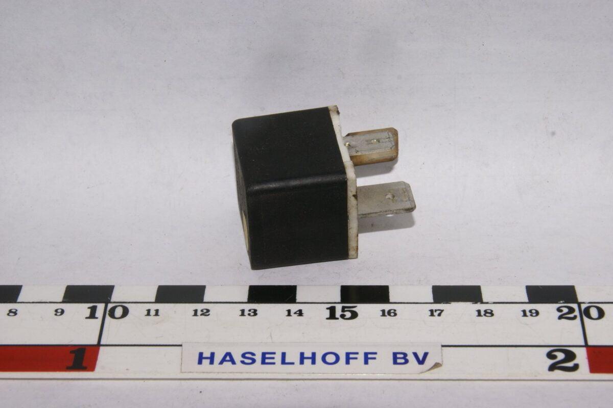 DSC01426 relais Volvo 9128164 zwart