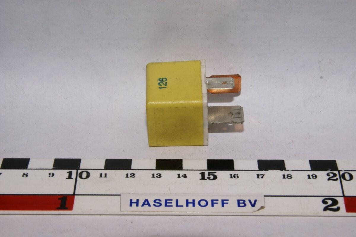 DSC01428  relais Volvo 9128164 geel