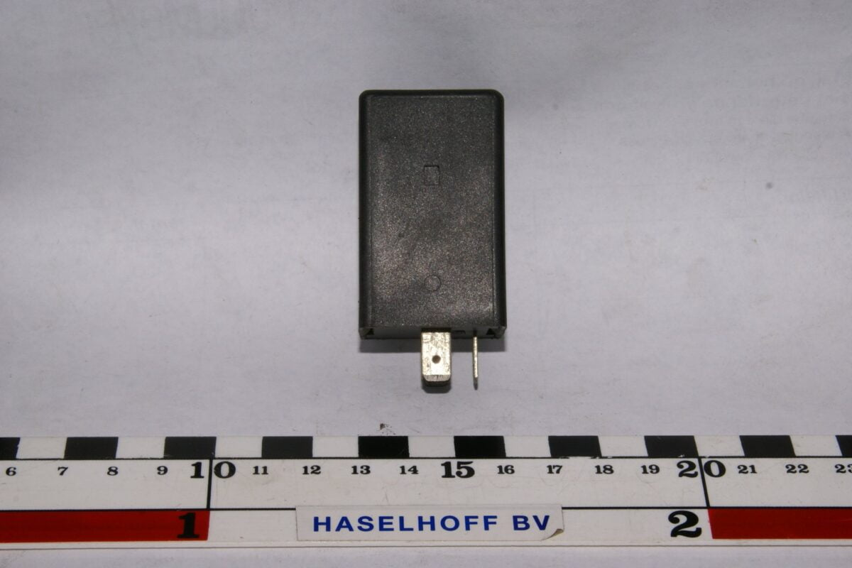DSC01470 relais Volvo 77180 719020